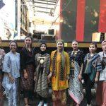 Ayu Azhari dan putrinya Isabell perkenalkan produk Indonesia di Swedia. Foto: Ist.