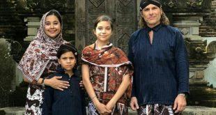 Ayu Azhari dan keluarga. Foto: ist.
